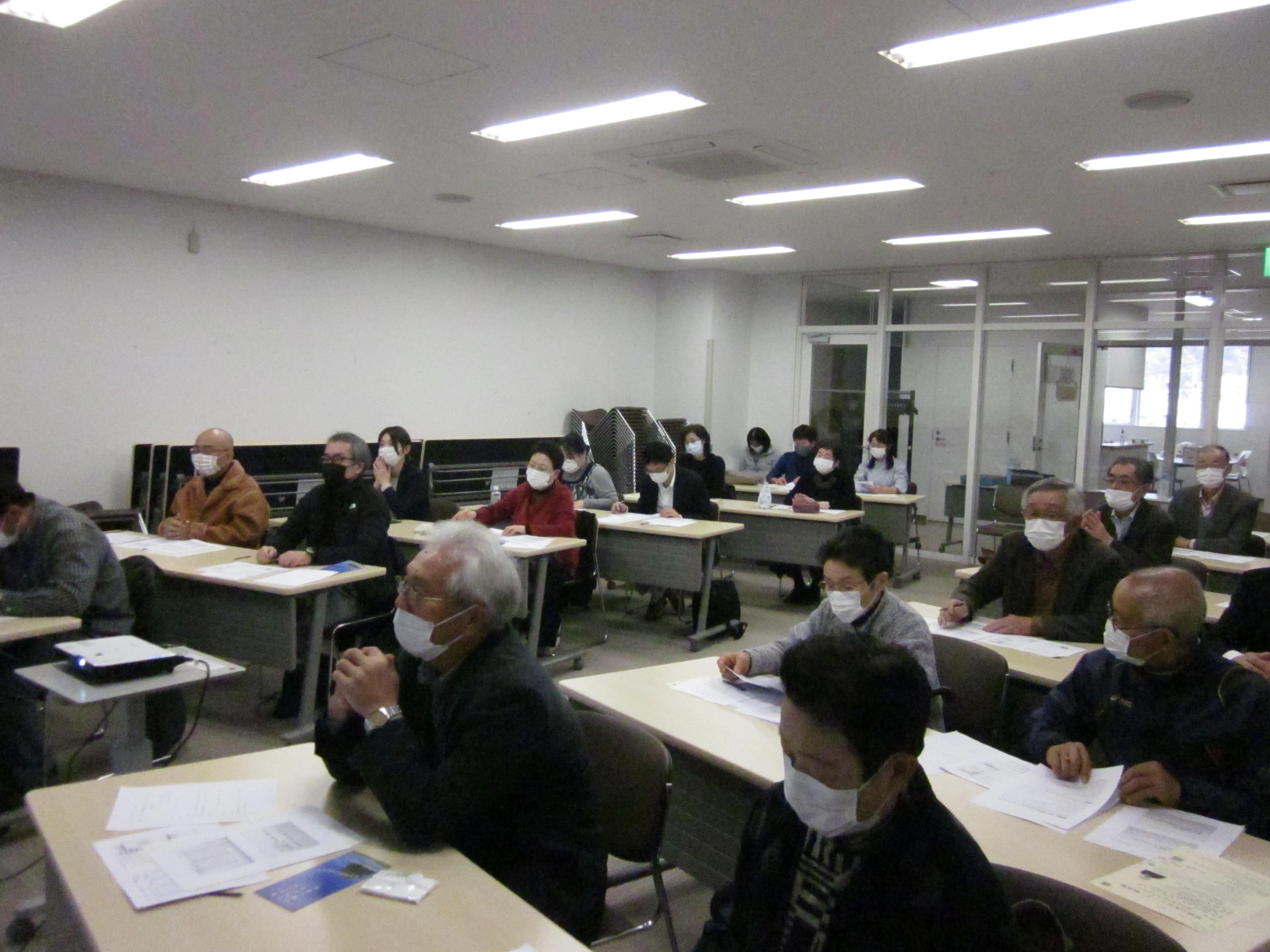 http://www.akita-south-jender.org/news/%E6%A8%AA%E6%89%8BHP%E7%94%A82.JPG